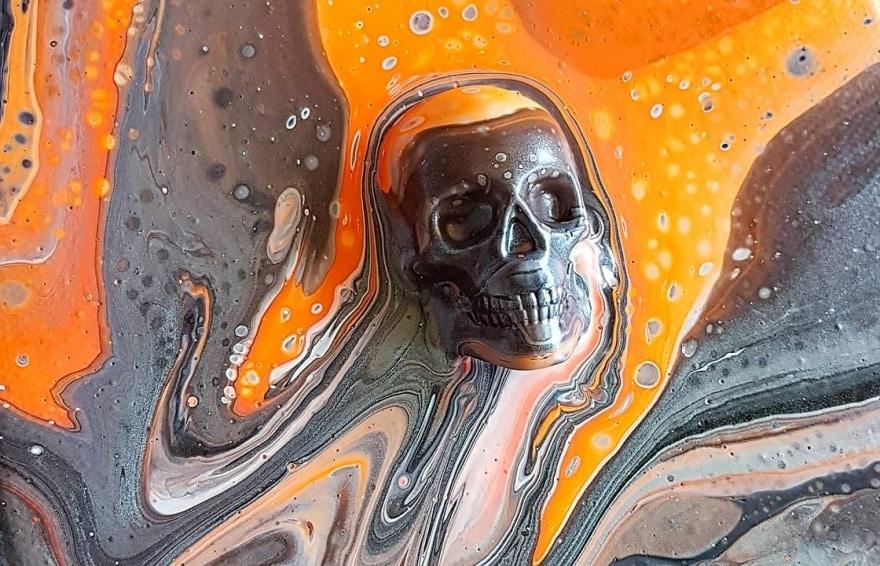 acrylic pouring auf objekten