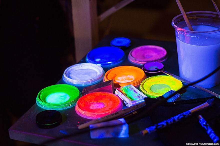 glow in the dark acrylic paint