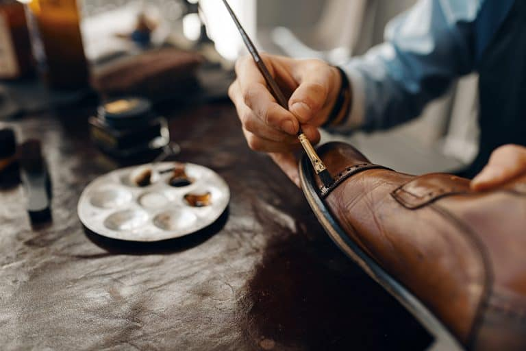 How to Paint Leather and whats the Best Paint for Leather